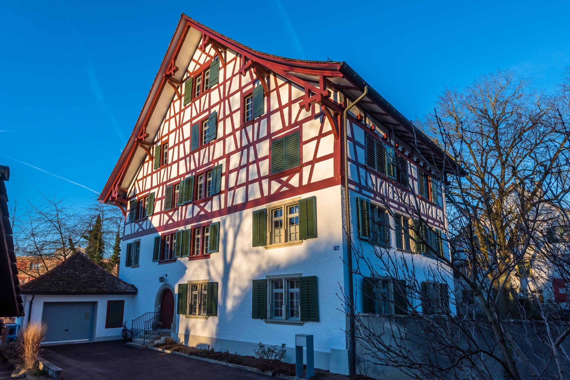 fassade-pfarrhaus-riegelbau-3zu2